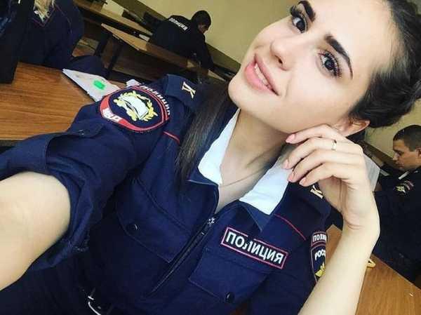 Поступить на работу в полицию девушке работа в вебчате демидов